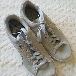 Light Gray Women's Pumas